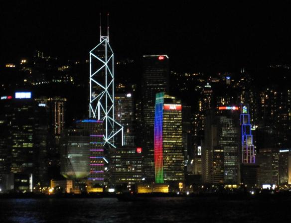 LED照明を多く使っている香港ビクトリア湾の風景